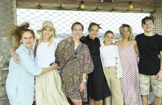 S kolegy na tiskové konferenci seriálu
