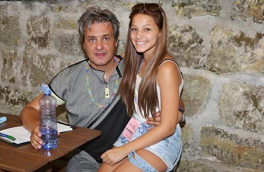 Krásná čtrnáctiletá dcera Boury a Mayerové Agáta
