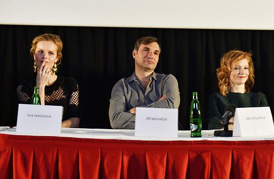 Eva na tiskové konferenci