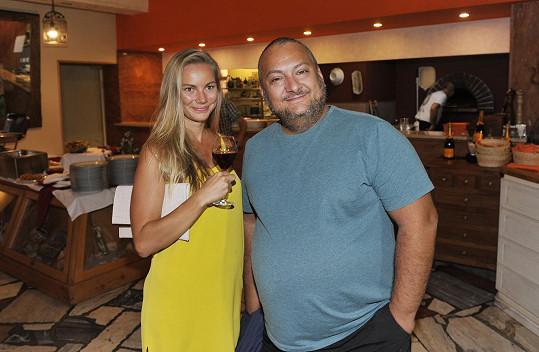 Patrik Hezucký s partnerkou