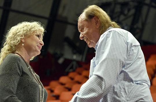 Přivítala se s producentem Františkem Janečkem.
