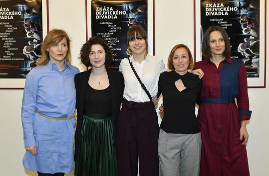 Issová má v kolegyních z divadla velké kamarádky.