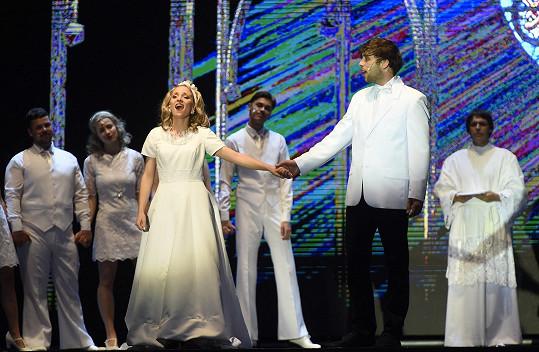 A jako ženich a nevěsta s Romanem Tomešem