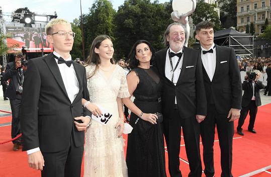 Bolek Polívka do Varů přijel s manželkou Marcelou a jejich třemi dětmi.