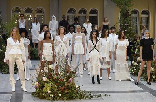 Modelky si Kalfař vybíral sám, neboť věří v různorodost a individuálnost.