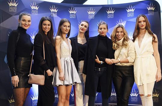 Petra Svoboda se svými kolegyněmi porotkyněmi na castingu Miss Czech Republic