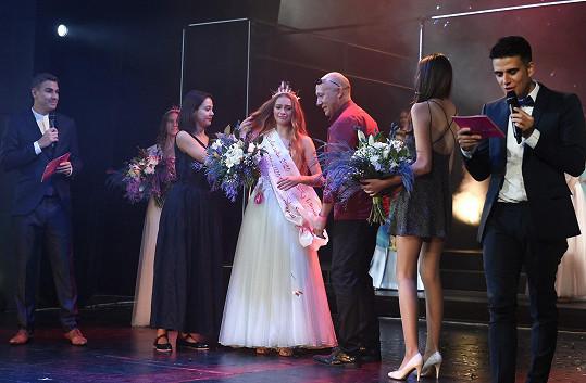 Spolu s ním předávala cenu pro vítězku Dívky roku Valérii Kaňovou.