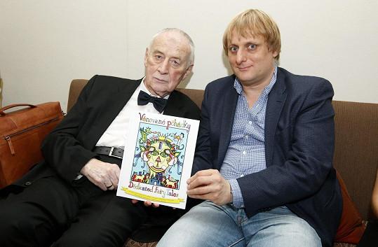 Lukáš s jedním ze spoluautorů, profesorem Josefem Kouteckým, zakladatelem dětské onkologie vČeské republice
