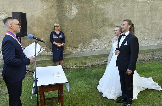 Jako oddávajícího si budoucí manželé Bragagnolovi vybrali Janise Sidovského.