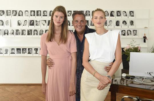 Barbora Podzimková (vlevo) patří mezi nejúspěšnější české modelky své generace.