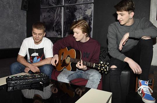 Adama jsme zpovídali během natáčení nového tracku se slovenskými beatboxery.