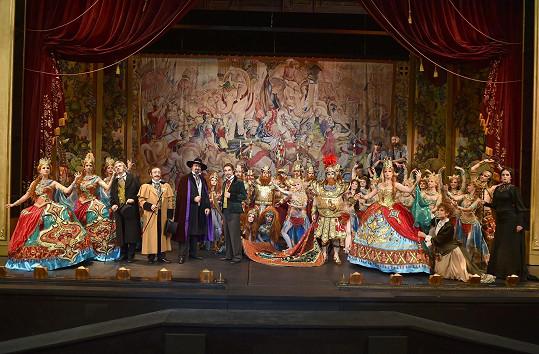 Fantom opery je bombastické dílo.