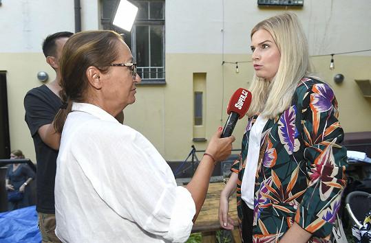 Nikol během rozhovoru se Super.cz