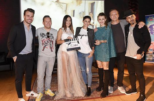 Klip talentované zpěvačce pokřtil Leoš Mareš, který moderoval SuperStar.
