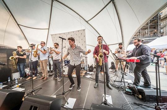 Nástupce Vojty Dyka slaví výročí s kapelou, kde Vojta začínal.