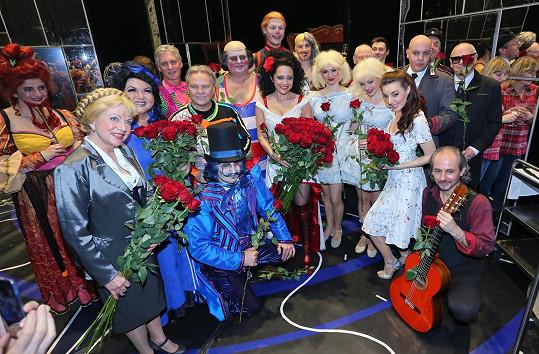Lucii blahopřáli divadelní kolegové.
