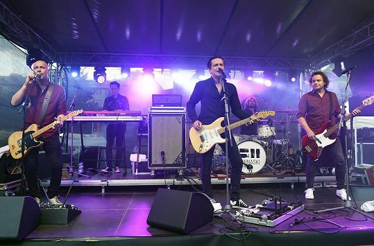 Kapela na koncertě na letní párty TV Prima.