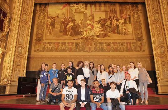 Maxová s dětmi prozkoumala zákulisí, jeviště i hlediště Národního divadla.