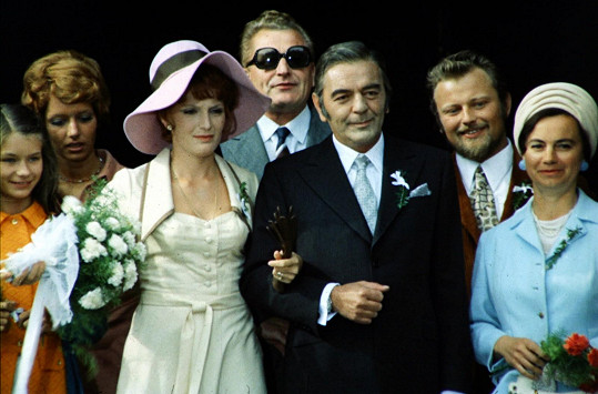 Na úspěchu filmu má kromě samotného příběhu velkou zásluhu i skvělé herecké obsazení. Kromě ústřední dvojice si v něm zahráli také Regina Rázlová či Josef Bláha.