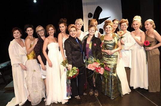 Modely předváděly známé herečky a zpěvačky.