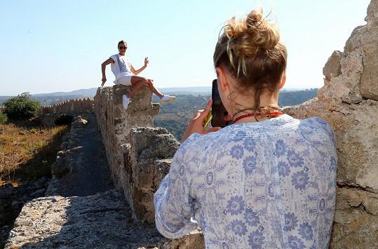 Sofie fotila mamku na zřícenině hradu.