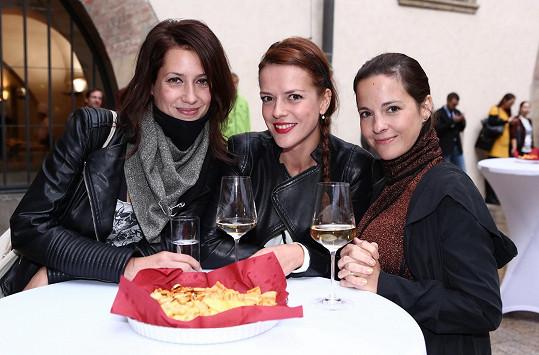 Lenka Zahradnická, Andrea Kerestešová a Kristýna Janáčková se usmívaly do objektivu, při prohlížení fotografií už nikoli.