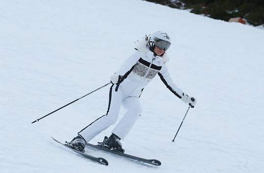 A důkaz, že opravdu lyžuje.