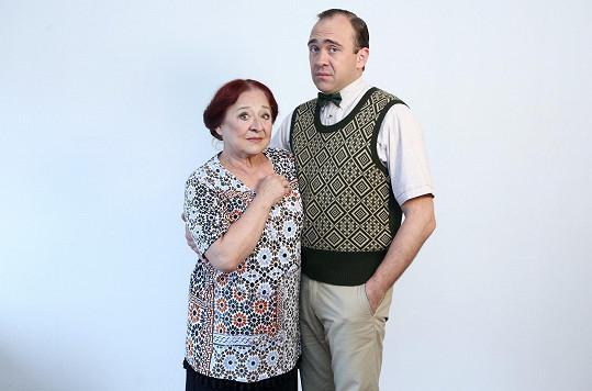 Jeho autoritativní matku ztvární Ludmila Molínová.