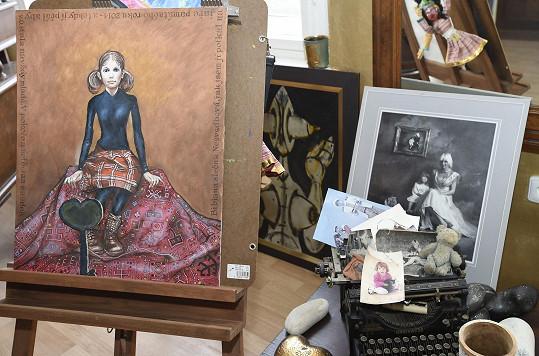 Mezi spoustou obrázků je i Saudkův portrét Bářiny dcery Bibi.