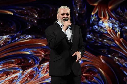 Zpíval na galavečeru Muže roku v Náchodě.