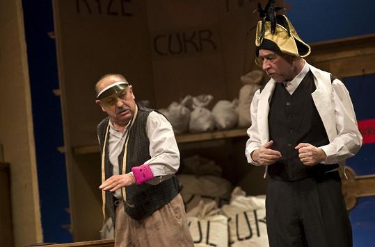 V adaptaci klasické frašky Na flámu účinkoval v Divadle na Vinohradech s kolegou Pavlem Rímským.