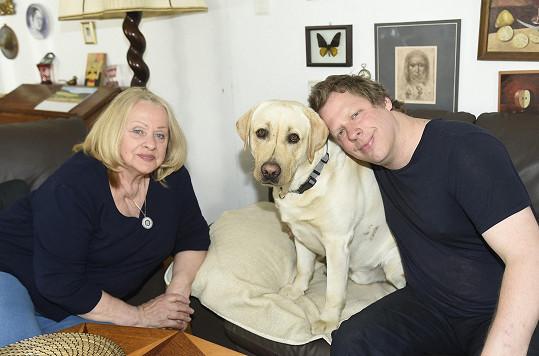 Labradoři jsou její oblíbenou psí rasou. Lucky je také miláčkem syna Radima Kratochvíla.