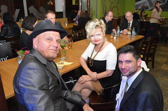 Mezi Reného přátele patří Jan Přeučil i Eva Hrušková. Oba podporují jeho aktivity.
