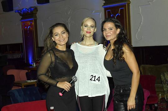 Režisérka projektu Nikol Prokešová (vpravo) byla překvapená a potěšená, když se do konkurzu přihlásily i profesionální zpěvačky typu Jany Fabiánové.