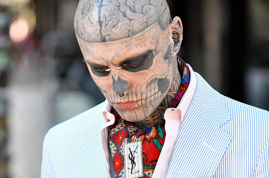 Zombie Boy má potetovaných devadesát procent těla.