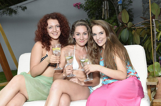 Tereza Navrátilová (vlevo), Andrea Gabrišová (uprostřed) a Vlaďka Skalová se na jevišti vídat nebudou, tak si udělaly dámskou jízdu.