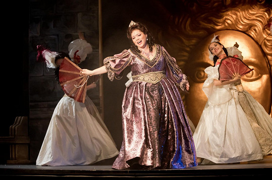 Leona v muzikálu Muž s železnou maskou v Divadle Broadway