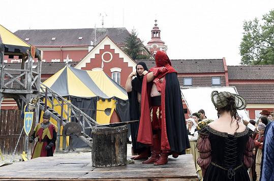 Natáčelo se také v pohádkové obci Dětenice.