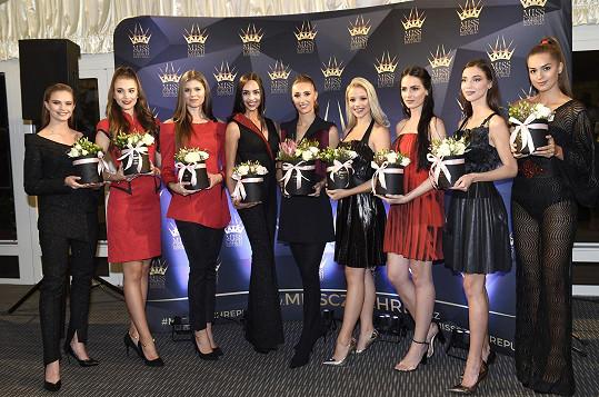 Táňa s osmi finalistkami