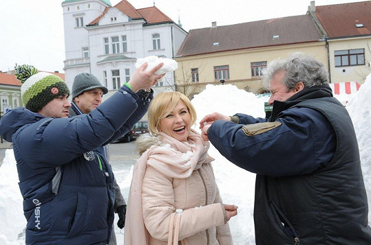 Dana Morávková v blond paruce