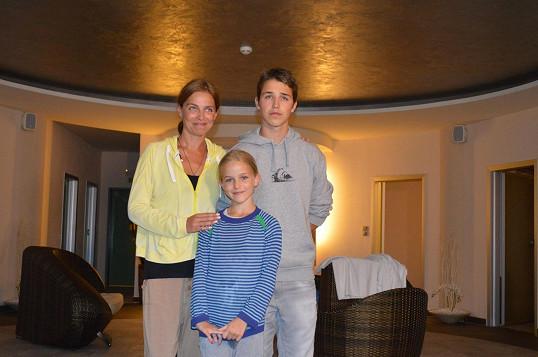 Lucie se synem Mikulášem a dcerou Amélií