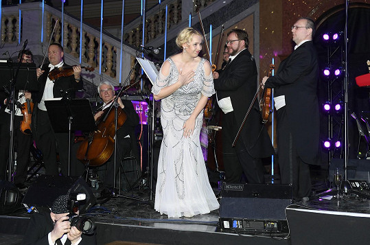 Svým zpěvem zahajovala Ples v Rudolfinu. Pak už kvůli opatřením proti koronaviru nikde nevystupovala.