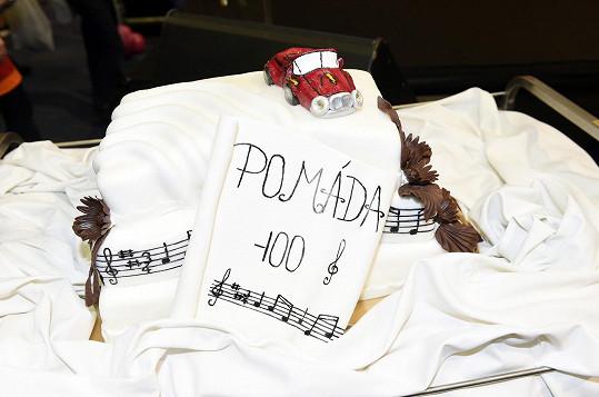 Muzikál Pomáda měl na finále také svůj dort.