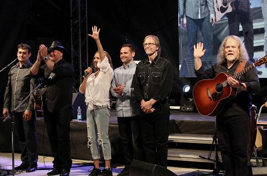 Zpěvačka v České republice v září koncertovala s kapelou Vokobere.