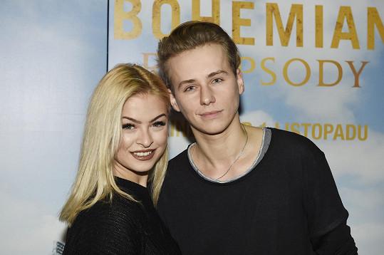 Na premiéru dorazil Vojta v doprovodu přítelkyně Kristýny Kubíčkové.