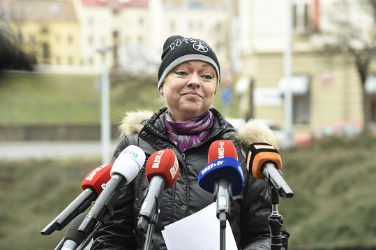 Gottová předstoupila v pondělí před novináře.
