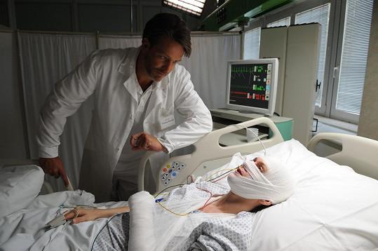 V nemocnici celá pod obvazy