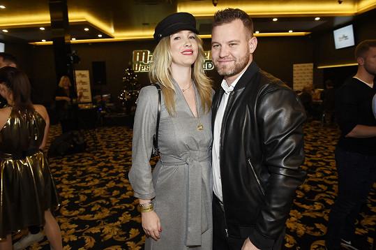 Na párty ji doprovodil partner Tomáš.