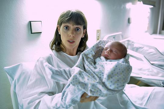 Klára jako Olinka se svým filmovým miminkem