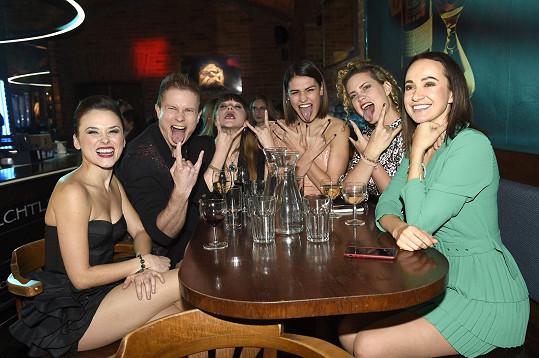V klubu Techtle Mechtle se točila narozeninová oslava.